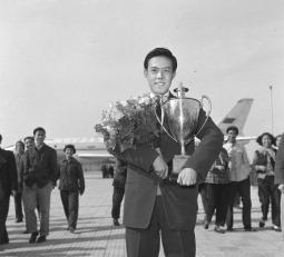 Шампион по тенис на маса Rong Guotuan снимка