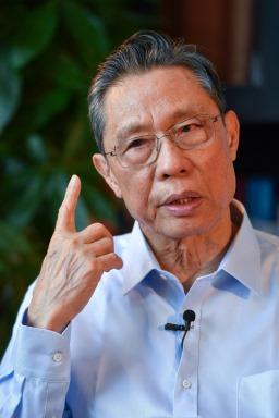 Академик Жонг Наншан (Тапет за работен плот 6)
